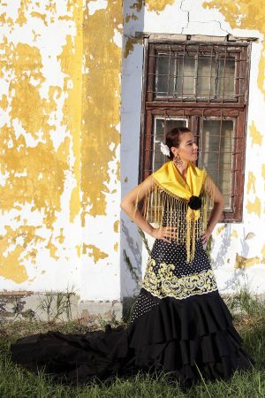 Bata de Cola Skirt in black and yellow