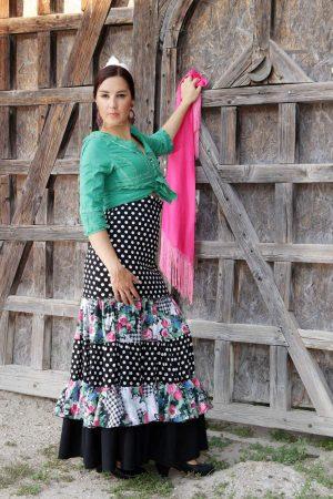 Falda de flamenco clásica con volantes, lunares y estampado floral