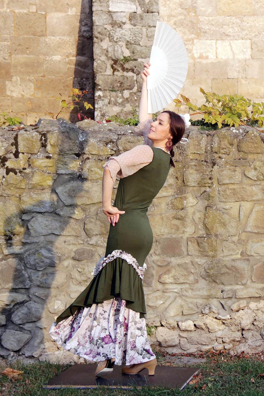 Sleeveless flamenco dress with V-neckline and asymmetric ruffles