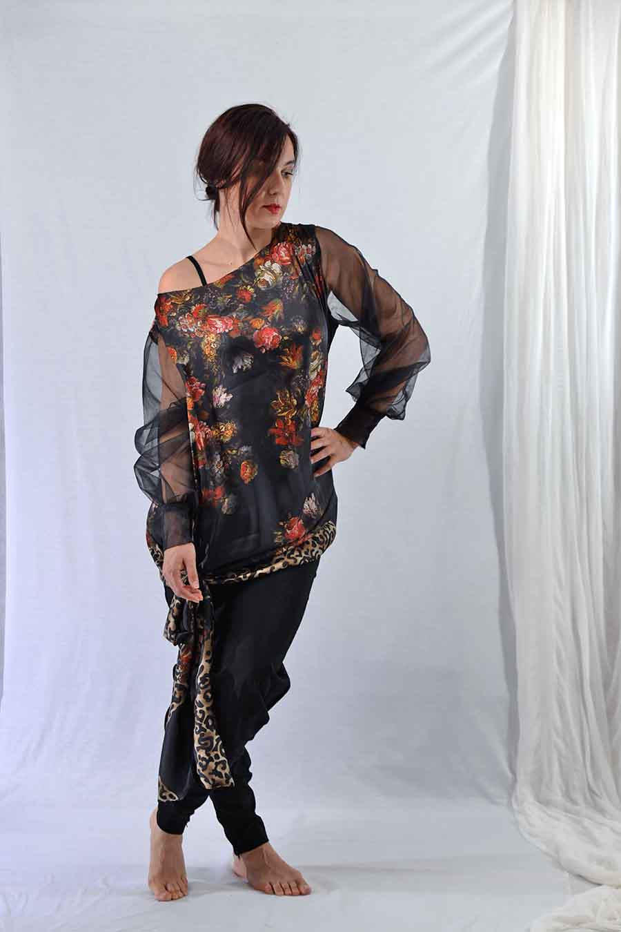 Black Tunic blouse with tulle sleeves and rose print