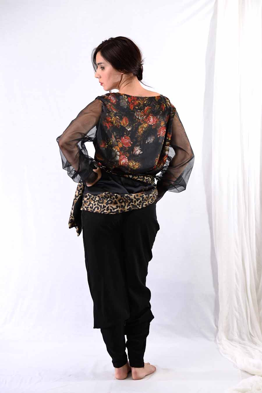 Black Tunic blouse with tulle sleeves and rose print from back