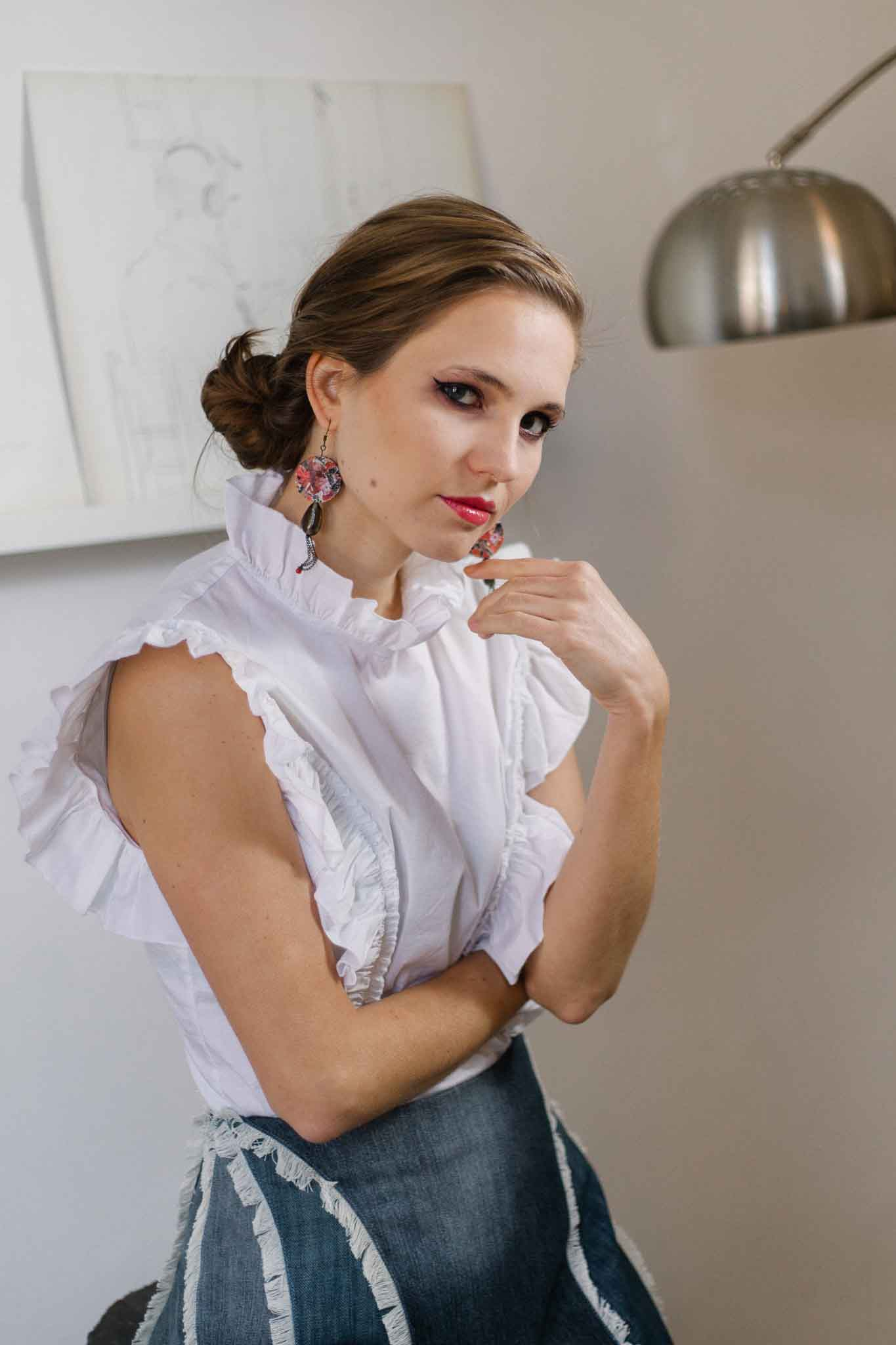 Sleeveless poplin blouse in white with ruffle details
