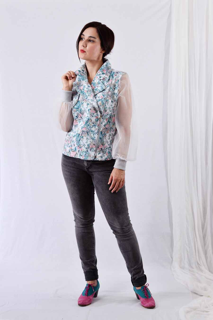 Spring jacket with pastel floral jacquard print and tulle sleeves