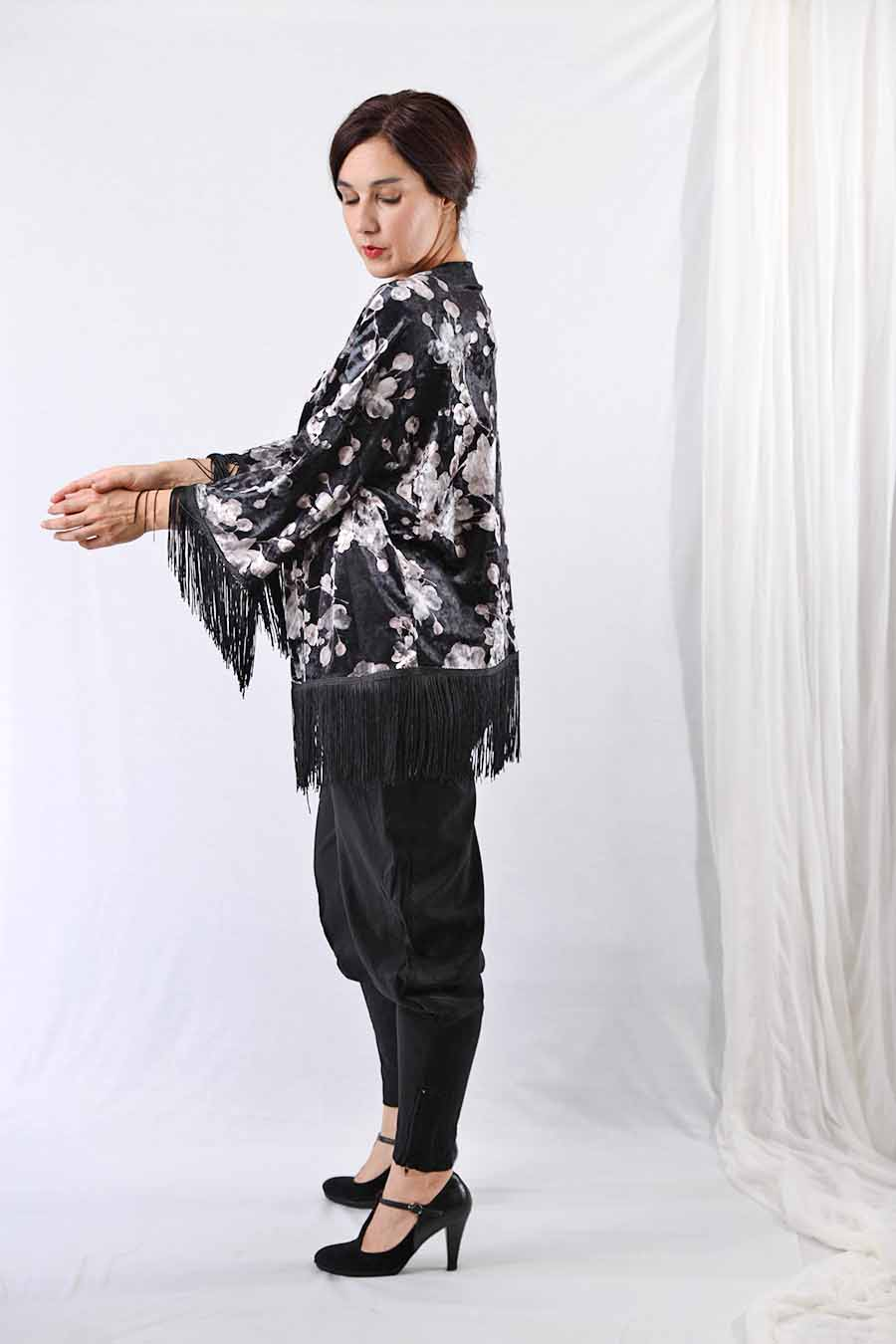 Velvet Kimono jacket with fringes in black