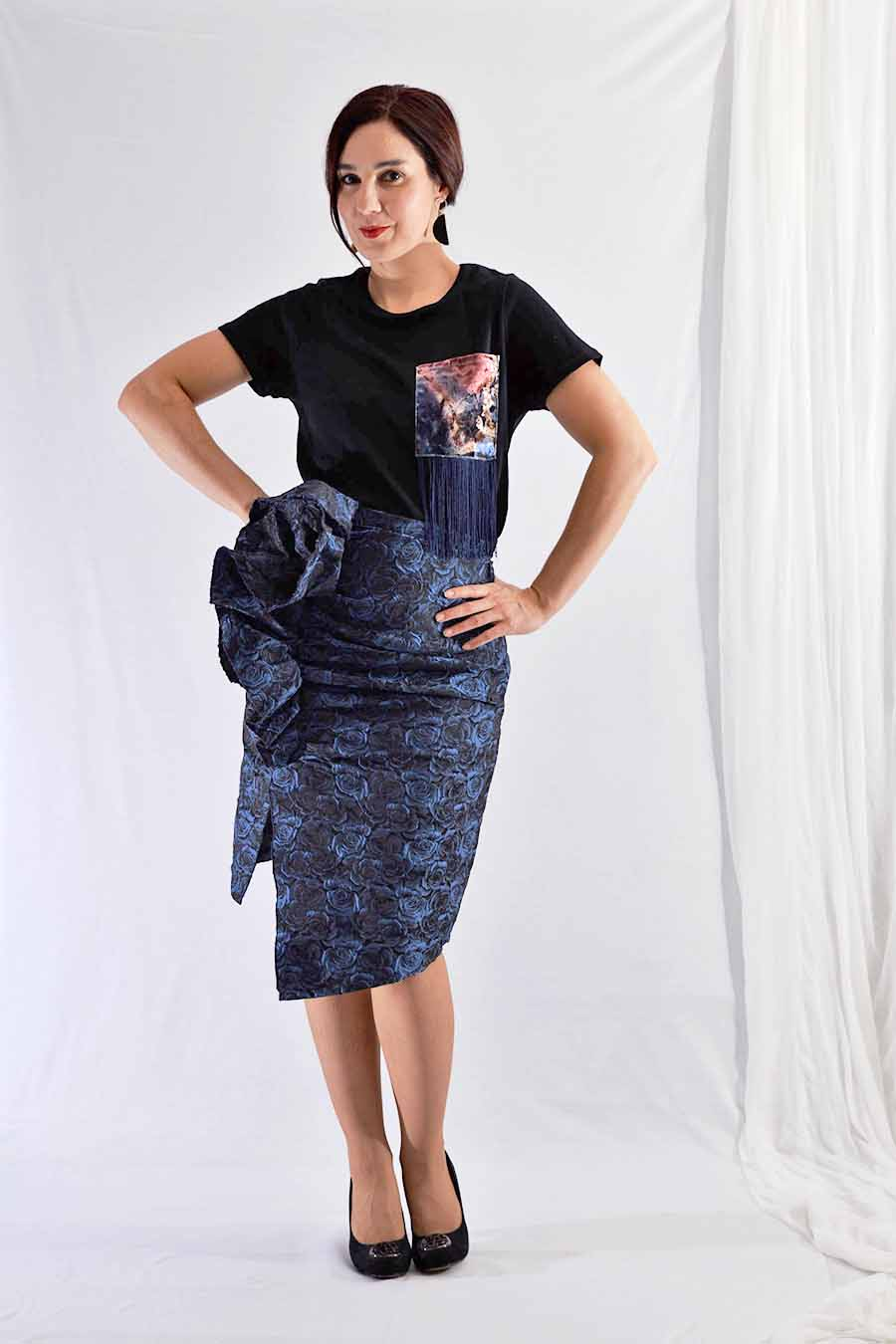 Knee length jacquard skirt with rose print and ruffle on the front
