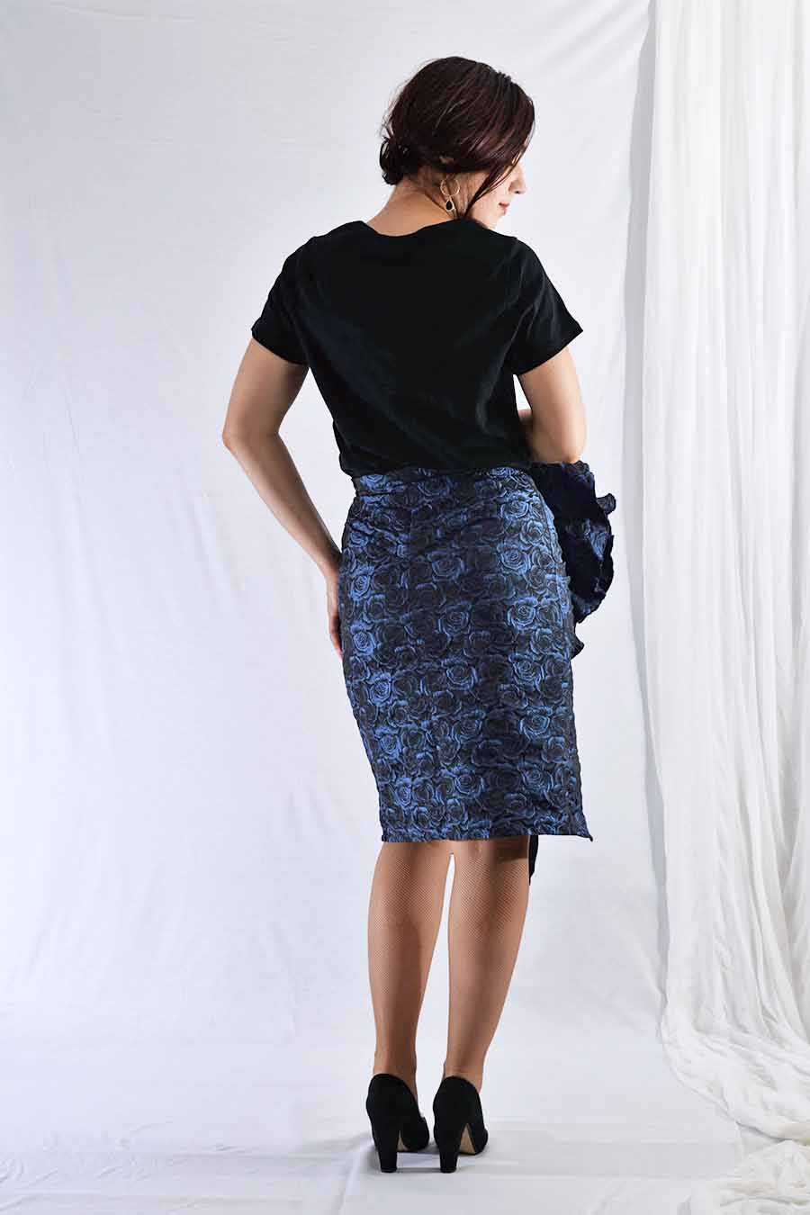 Knee length jacquard skirt with rose print from back
