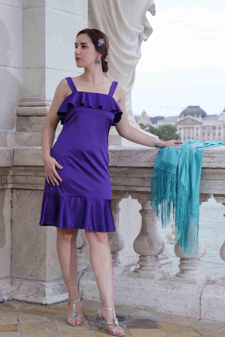 Cocktail dress with ruffles in blue